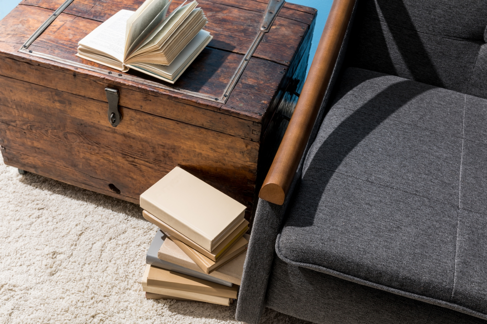 How to restore and finish an old piece of furniture: a useful guide